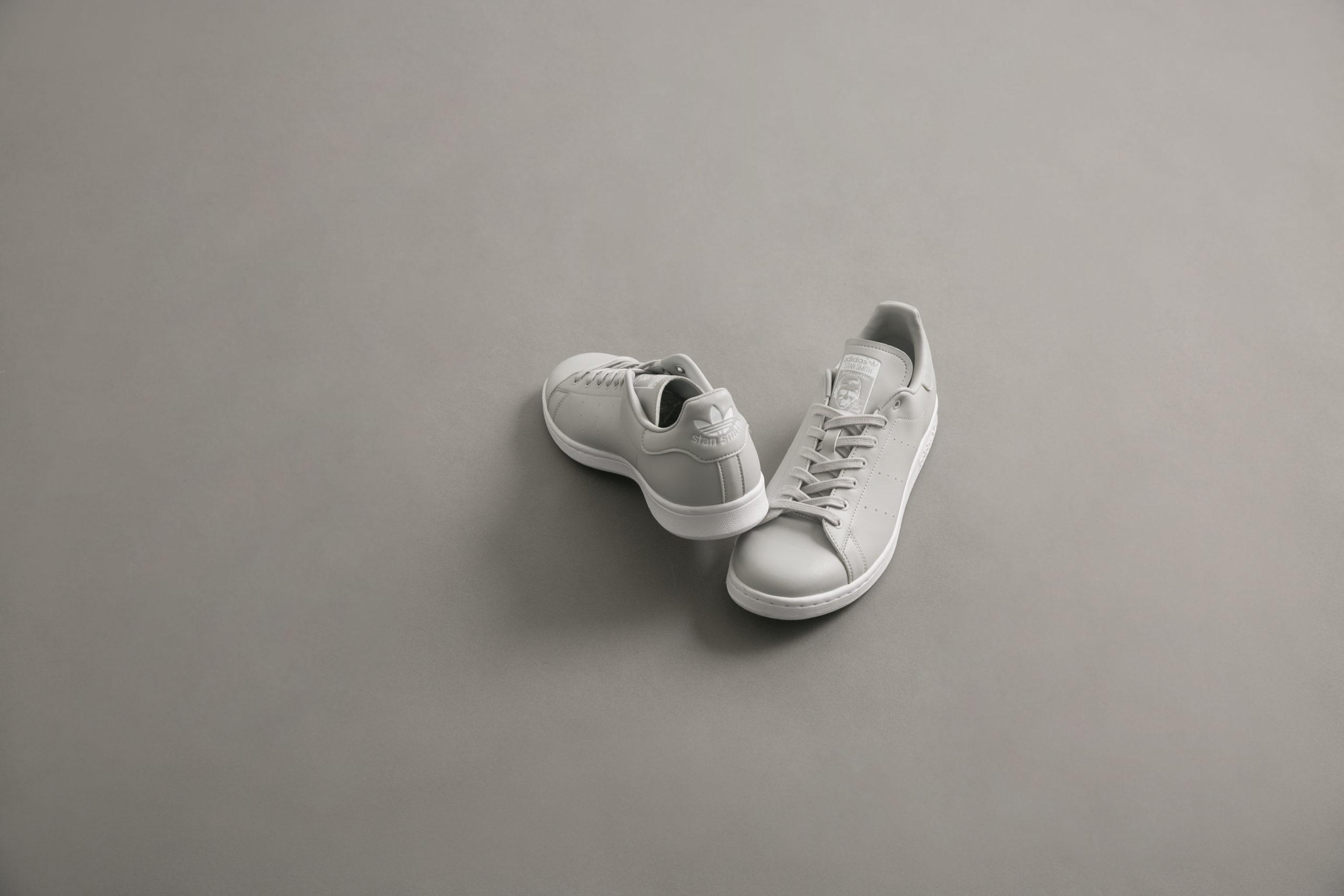 グレーなSTAN SMITH!白でも黒でもないスペシャルな一足。