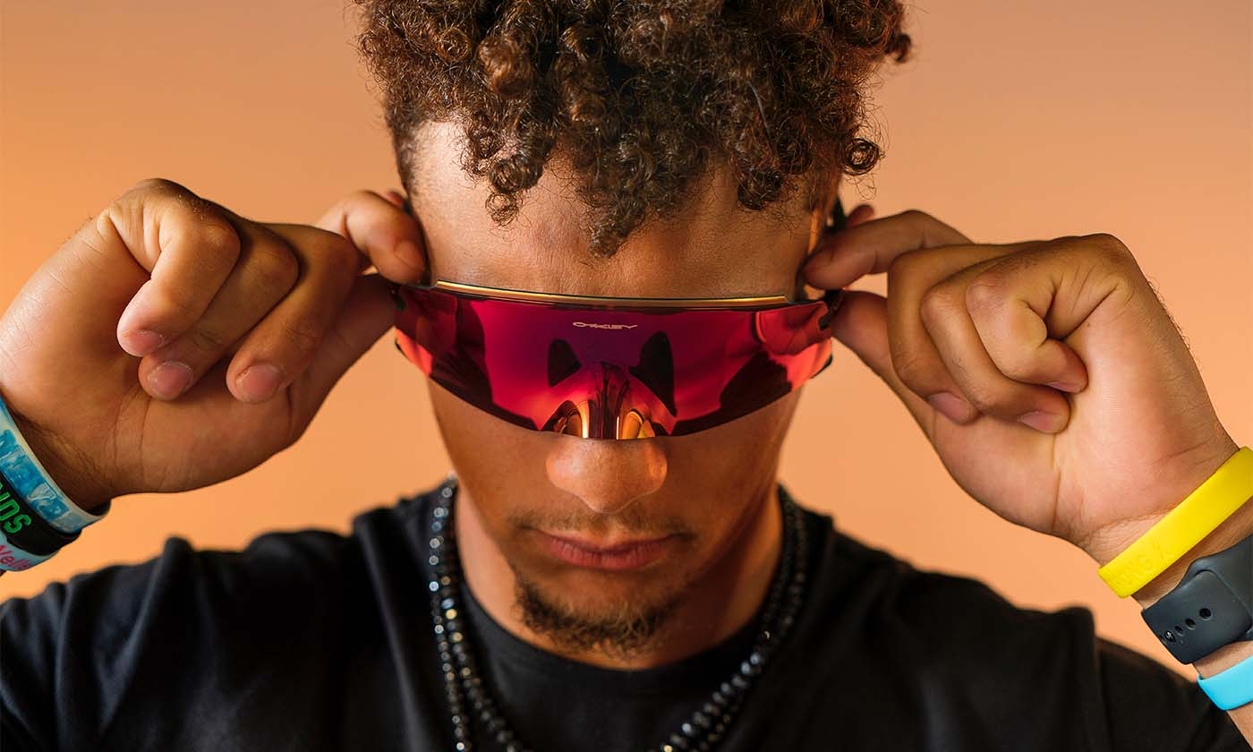 Oakley から目元を彩る 個性的なアイウェアが誕生!